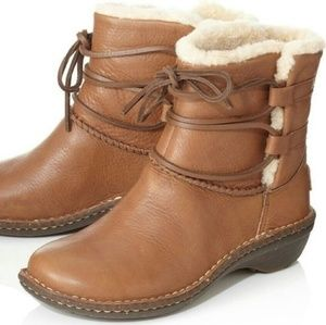 UGG CASPIA ANKLE BOOT